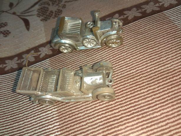 Маленькие пластмассовые машинки