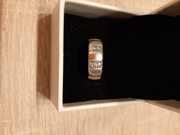 obrączka srebrna pierścionek z cyrkoniami apart