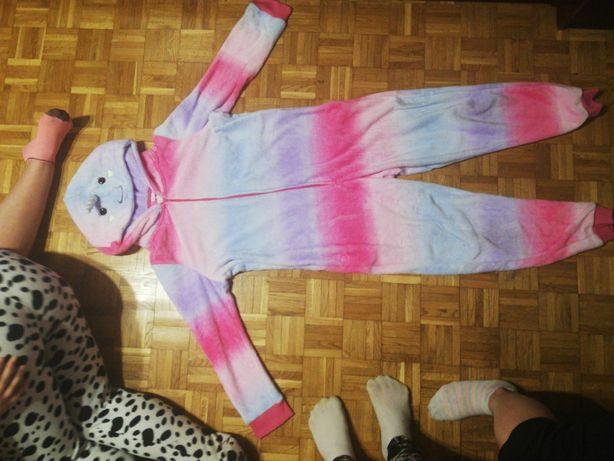 Piżama jednoczęściowa jednorożec.