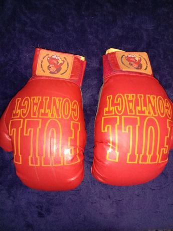 Продам боксерские перчатки.