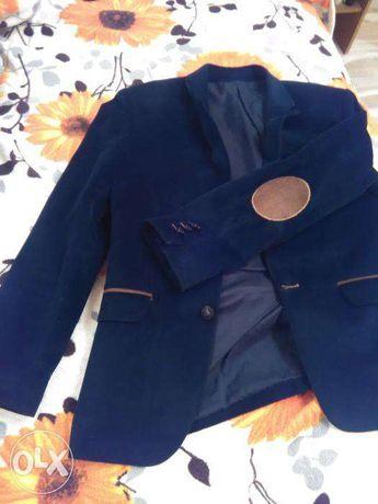 Велюровый пиджак с латками на локтях