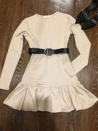 Шикарное теплое платье снизу волан