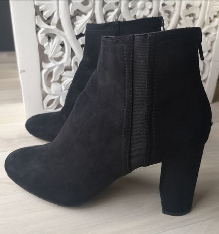 Buty czarne botki na obcasie zamszowe