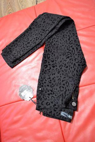 Чорні штани з леопардовим принтом