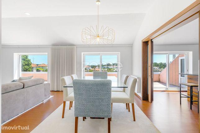 Apartamento de luxo T4 recuado, com terraços, Lourosa