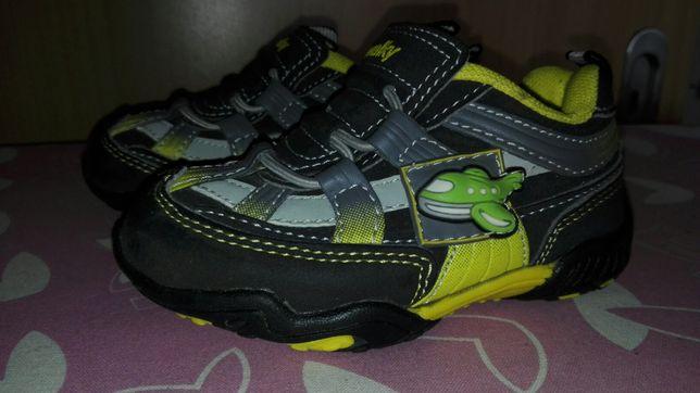 Buty sportowe dla chłopca r. 21