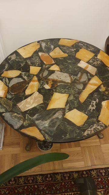 Piękny stół marmurowy