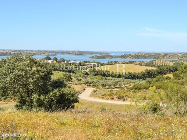 Terreno com 14,38 hectares