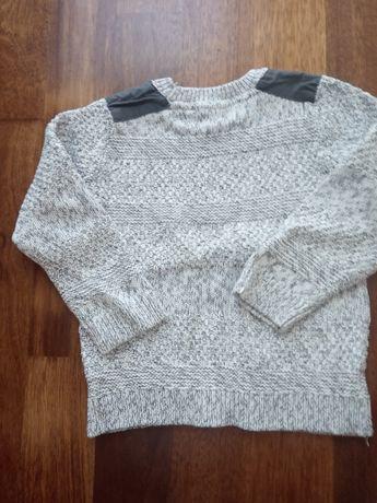 Ciepły, szary sweter w rozmiarze 116/122