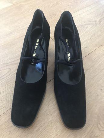 Sapato em camurça preto