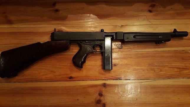Продам макет массо-габаритный пистолета пулемёта Томпсона 1928 года