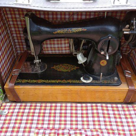 Швейная машина в чемодане.
