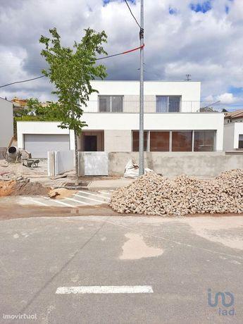 Moradia - 306 m² - T3