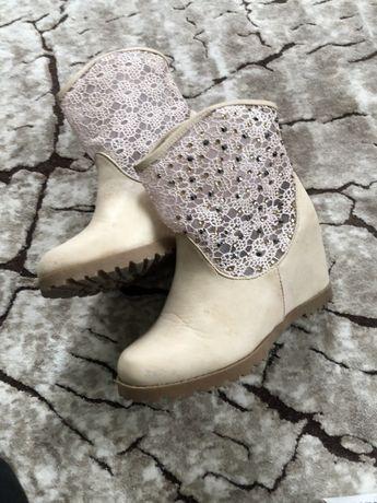 Сапожки,ботінки , туфлі