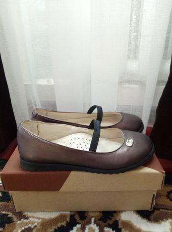 Шкіряні туфлі для дівчинки