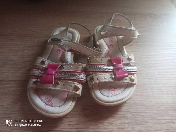 Sandałki   ccc  27