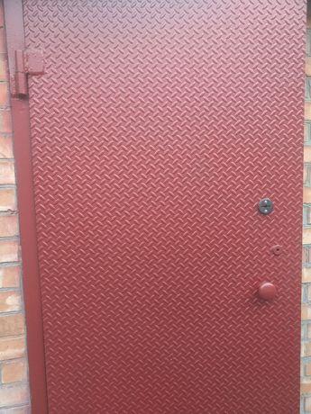 Дверь металлическая и решётки на окна