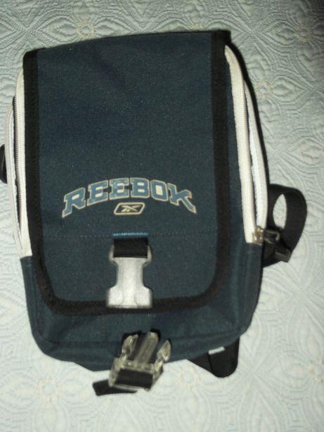 Vendo sacola multifunções da Reebok, em muito bom estado!