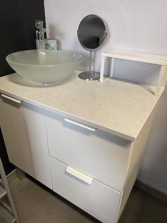 Umywalka szklana i szafka pod umywalke