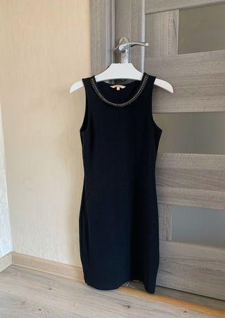 Черное базовое платье прямого силуета
