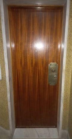 Porta exterior madeira