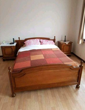 Dębowe meble do sypialni