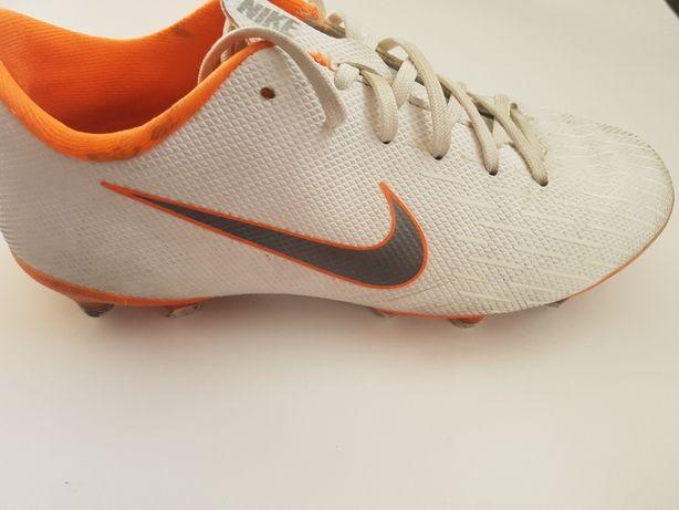 Chuteiras Nike  tam 38