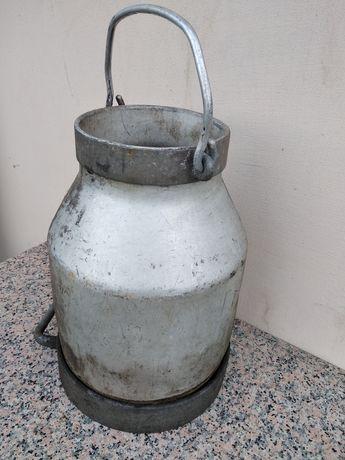 Stara aluminiowa bańka kana