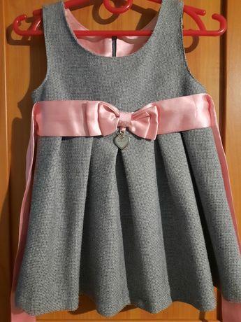 Piękna Sukienka dla dziewczynki z różową kokardką