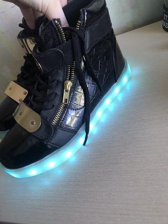 Кроссовки кеды со светящейся подошвой