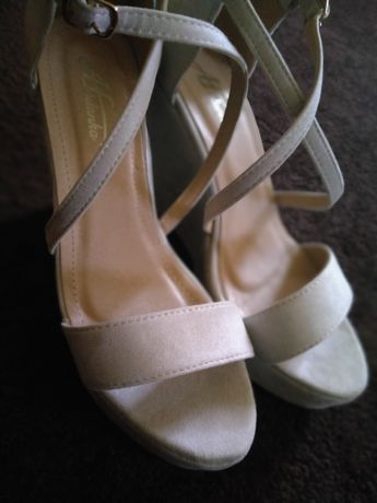 Buty sandałki na koturnie 39