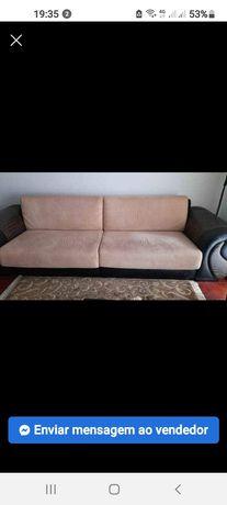 Sofá em Pele com 3 metros pode ser utilizado inteiro ou separado