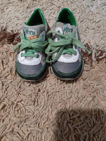 Лёгкие и удобные кроссовки