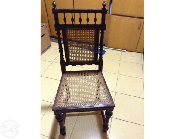 Cadeiras em palhinha com trabalho manual