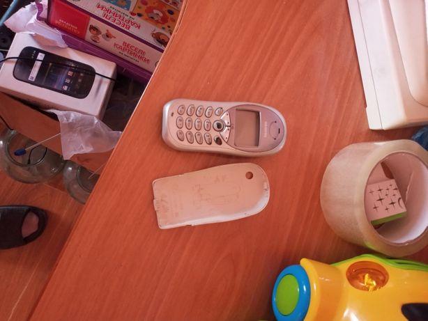 Продам телефон неробочій