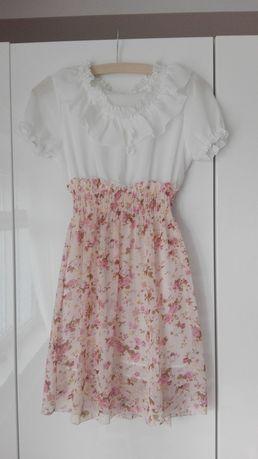 Piękna sukieneczka w kwiaty