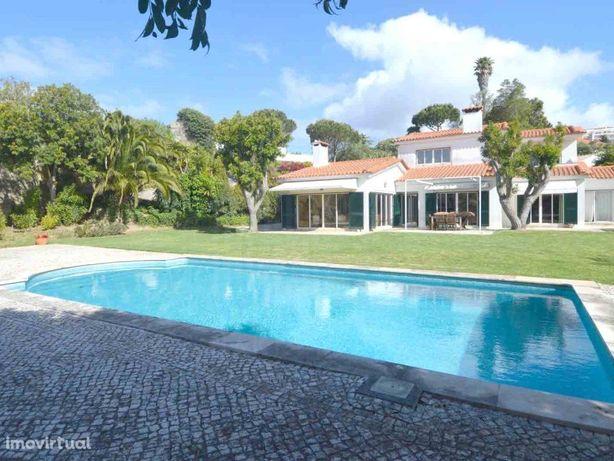 Moradia T4 em Cascais com piscina e terreno de 2760 m²