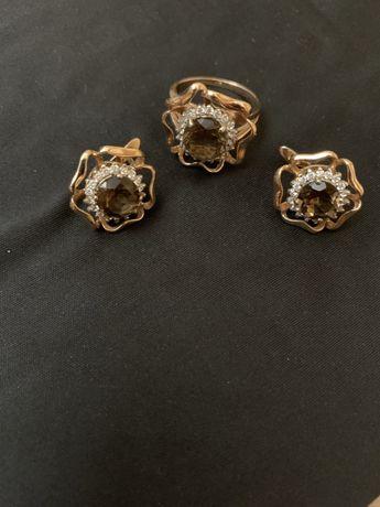Золотой набор с натуральными топазами.