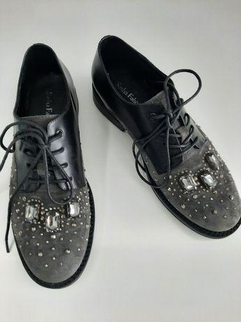 Туфли на шнуровке с кристаллами Sasha Fabiani