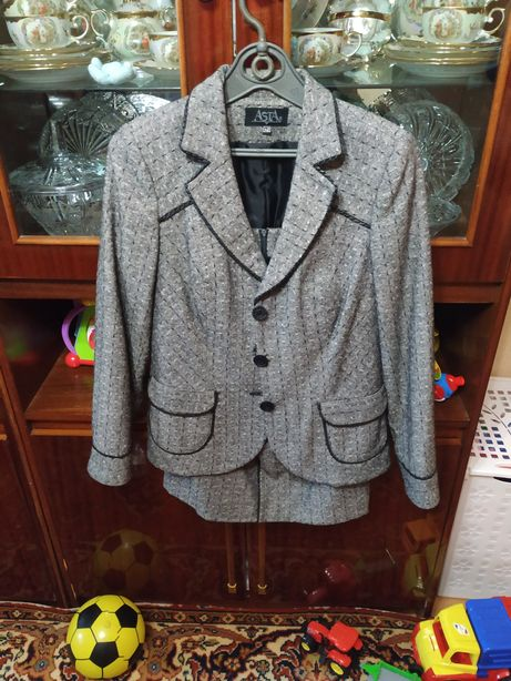 Костюм пиджак и юбка+ блузка