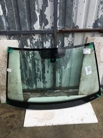 Лобовое стекло на VW Golf 7 3D/5D.      Доставка по киеву бесплатно
