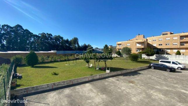 JD - Apartamento T1+1 com suite, terraço e garagem fechada em Canelas