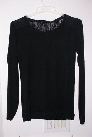 Czarna bluzka z długim rekawem wykończona koronką 38 M koronka