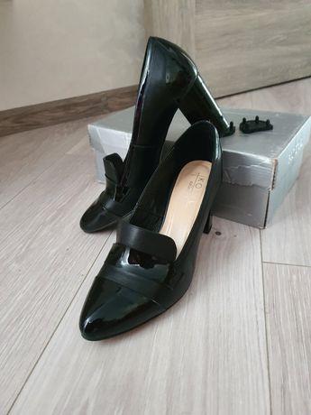 Кожаные туфли на каблуке 39 р Kotyl