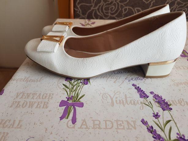 Buty biale nowe 39