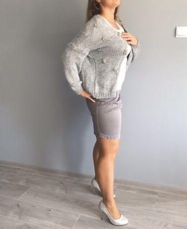 Szary sweter kardigan narzuta z cyrkoniami