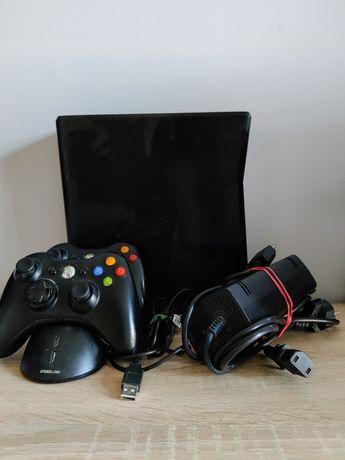 Xbox 360 320GB + 2 Pady + 3 Gry + Akumulatorki + Ładowarka