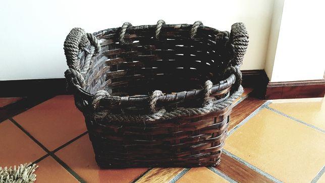 Lindo e prático cesto de lenha