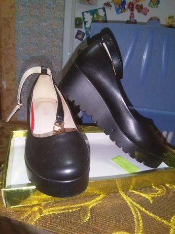 Туфли на ремешках