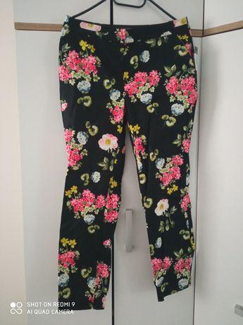 Nowe spodnie w kwiaty firmy Primark